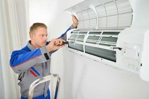 man repair ductless mini split